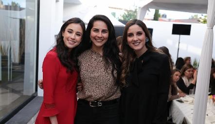Tere Mancilla, Claudia Estrada y Miriam Díaz Infante.