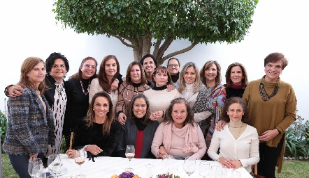 Gaby Meade con sus amigas de toda la vida.
