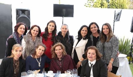 Liliana y Bárbara Meade, Teté Mancilla, Karina, Marcela, Gabriela, Marymar Meade, Mercedes Hunter, Cuata, Gaby y Rosario Meade.