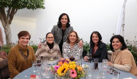 Maru Tova, Mary Meade, Gaby Meade, Rocío Fernández, Alma Rosa Orozco y Diana Romo.