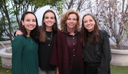 Carolina Meade, Begoña Meade, Gabriela Cubillas y Regina Meade.