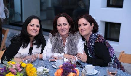 Marcela, Bárbara y Liliana Meade.