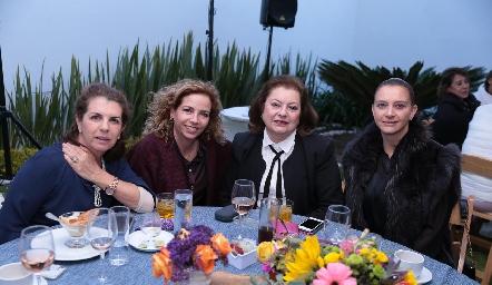 Cuata Meade, Gabriela Cubillas, Rosario Yaguno y Karina Navarro.