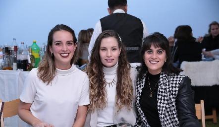 Ana Paola Fernández, Bárbara Portales y María José Aranda.