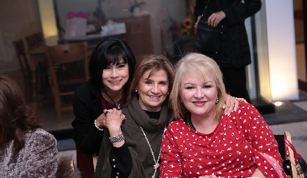 Tere Guerrero, Virginia Medellín y Nelly Rodríguez.