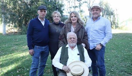 Antonio, Lynette, Lynette, Memo y Guillermo Pizzuto.