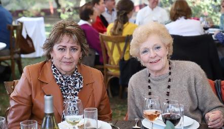Sara de Martínez y Carmen de Bárcena.