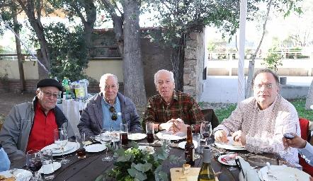 Javier, Manuel y Miguel Báez con Poncho Martínez.