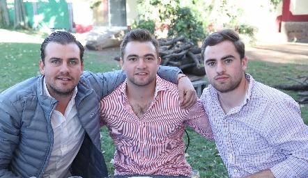 Miguel Gómez, Memo Pizzuto y Roberto Cummings.