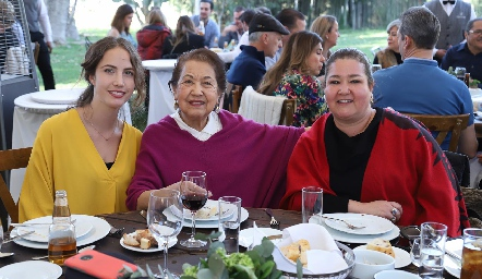 Elisa Bujan, Luz Elena Ponce y Mónica Berlanga.
