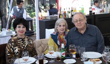Lucy Stahl, Lourdes y Carlos Artolózaga.