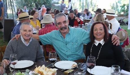 Juan Reyes, Espiridión González y Noemí García.