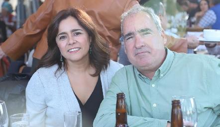 Laura y Ricardo Raymond.