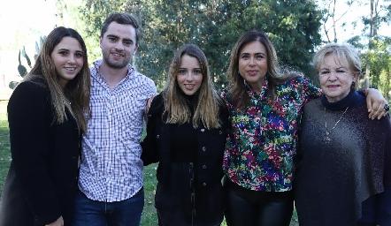 Chiara Pizzuto, Roberto Cummings, Ana Paula de los Santos, Pilar Díaz de León y Lynette de Pizzuto.