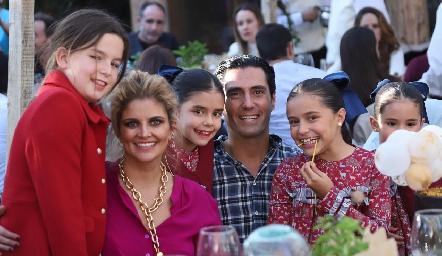 Marijó, Lourdes López, Carlota, Rafael, Lu y Xaviera Lebrija.