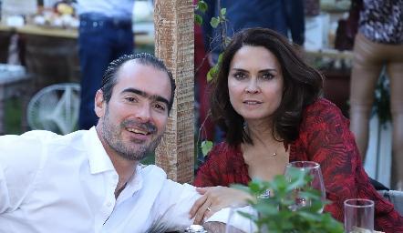 Manuel González y Fernanda Félix.