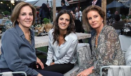 Cristina Barrett, Daniela Rivero y Lourdes López.