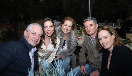 Enrique Sánchez, Jimena, Olga, Pollo y Victoria.