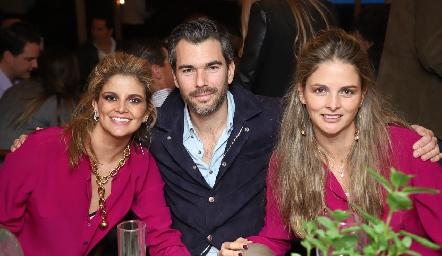 Lu López, Eduardo Vigil y María José López.