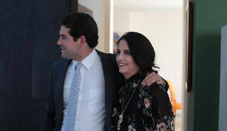 Fico Díaz Infante con su mamá, Gaby Meade.