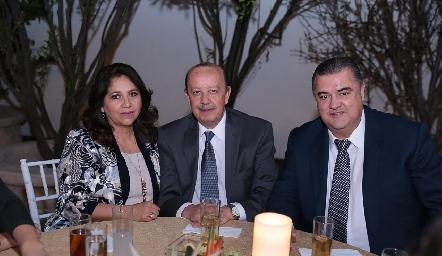 Mily Estrada, José Antonio Correa y Nicolás Mina.