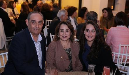 Mauricio Hermosillo, Rosy Guerrero de Hermosillo y Laura Hermosillo.