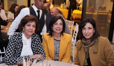 Ofelia, Tere y Carmen Díaz Infante.