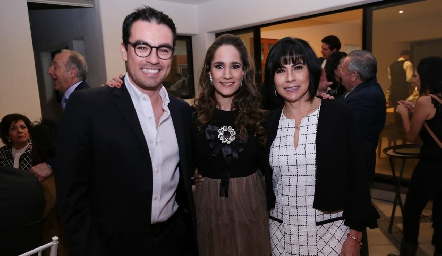 Alejandro Mancilla, Dany Mina y Teresa Guerrero de Mancilla.