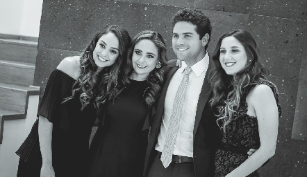 Los hermanos Paloma, Ana Gaby, Federico y Miriam Díaz Infante Meade.