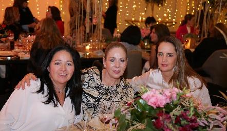 Claudia Álvarez, Laura Álvarez y Montse Fonte.