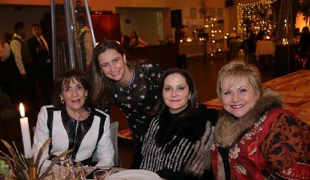 Blanca Valle, Rosmary Rosillo, Mary Meade y Lucy Lastras.