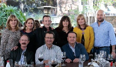 Carmen Zwiegger, Sofía Martín Alba, José Martín Alba, Martha de Leyva, María Amelia Vargas, Arturo Díaz, Sergio Velasco, Carlos Leyva y Felipe Martín Alba.
