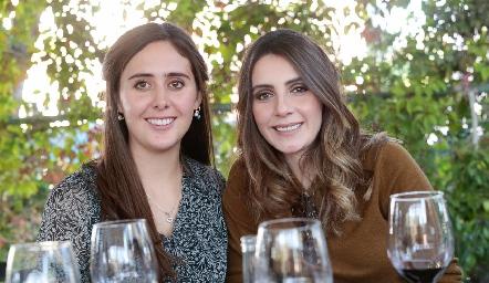 Valeria Villarreal y Angie Padrón.