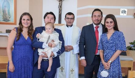 Danitza Lozano, Daniel Zollino,  el pequeño Daniel, Padre Salvador, Ángel Torres y Vero Romero de Torres.