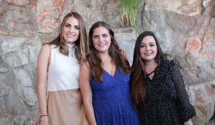 Paulette, Danitza y Susana Lozano.