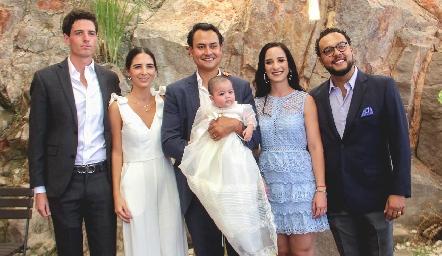 La pequeña Doménica con sus papás y padrinos, Diego Jourdain, Marina Jourdain, Ricardo Leos, Luli Lamas y Javier Campos.