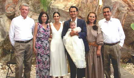 Patricio y Maggy Jourdain, Marina, Doménica y Ricardo Leos, Gema y Ricardo Leos.