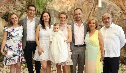 Renata González, César Ramos, Cecilia Ponce, Emma, Priscila González, Eduardo Ramos, Rosana Benavente y Alfonso Díaz de León.