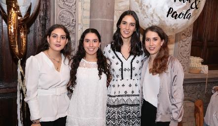 Con las organizadoras, Isa Castelo, Paola Córdova, Paulina Torres y Mónica Torres.