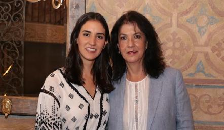 Paulina con su mamá y Tere Ramírez de Torres.