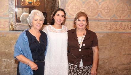 Paola Córdova con sus abuelas Rebeca Mendizábal y Rosario de González.