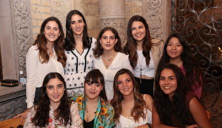 Miriam Díaz Infante, Paulina Torres, Isa Castelo, Diana Villanueva, Ana Meche Cifuentes, Isa Zollino, Paulina Gómez, Mimí Navarro y Daniela Estrada.