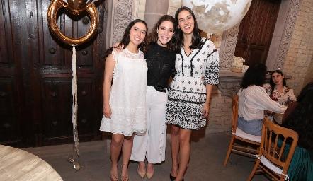 Paola Córdova, Lore de la Parra y Paulina Torres.