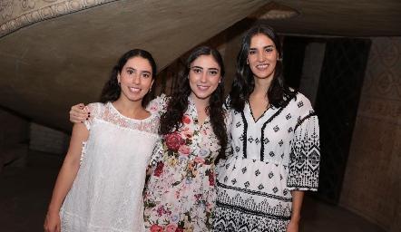 Paola Córdova, Isa Castello y Paulina Torres.