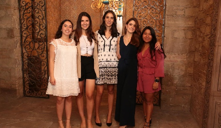 Paola Córdova, Diana Villanueva, Paulina Torres, Paola Gutiérrez y Ana Meche Cifuentes.