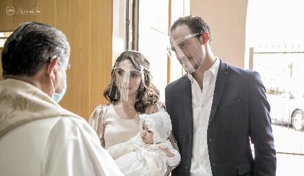 Martina con sus papás Adri de la Maza y Pato Valle.
