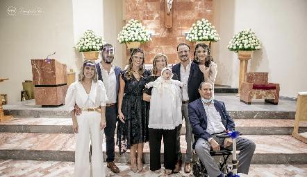 Ana Gaby Ibarra, Ro y Cuque Valle, Maru Bárcena, Pato Valle, Adri de la Maza y Héctor Valle.