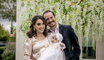 Adri de la Maza y Pato Valle con su hija Martina.