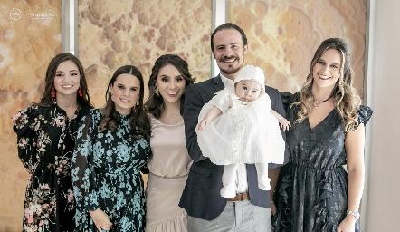 Martina con sus papás y madrinas, Ana Paty de la Maza, Mayte Soberón, Adri de la Maza, Pato, Martina y Cuque Valle.