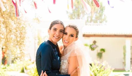 Elsa Santoyo y Paty Dantuñano.
